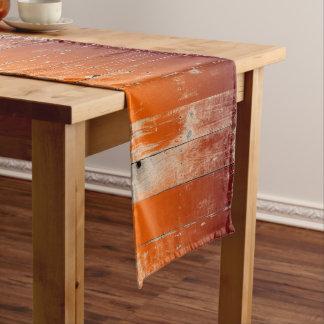 あずき色およびオレンジチームは素朴な納屋を木製着色します ロングテーブルランナー