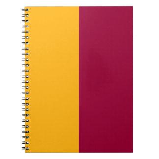 あずき色および金ゴールドによって裂かれる色 ノートブック