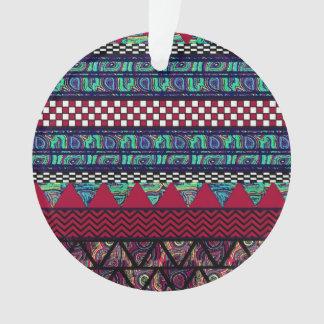 あずき色の孔雀のBohoの種族のストライプなパターン オーナメント