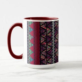 あずき色の孔雀のBohoの種族のストライプなパターン マグカップ