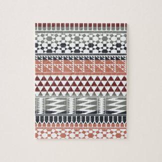 あずき色の灰色の幾何学的でアステカな種族のプリントパターン ジグソーパズル
