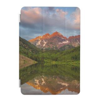 あずき色の鐘は穏やかなあずき色湖3に反映します iPad MINIカバー