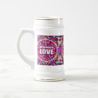 あなたが必要とするのはピースマークを用いる愛パターンだけです ビールジョッキ