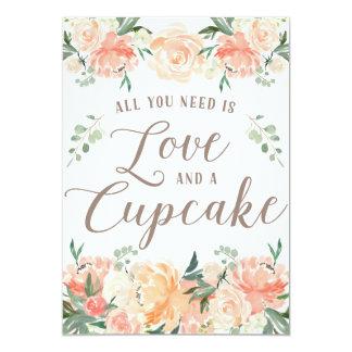 あなたが必要とするのは愛およびカップケーキのデザートのテーブルだけです カード