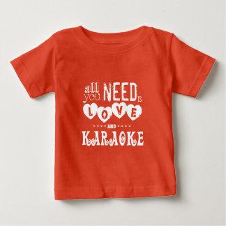 あなたが必要とするのは愛およびカラオケだけです ベビーTシャツ