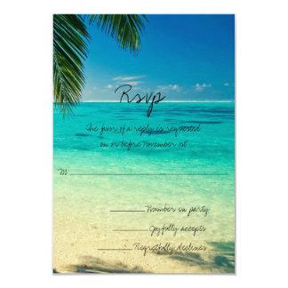 あなたが必要とするのは愛およびビーチ結婚式RSVPだけです 8.9 X 12.7 インビテーションカード