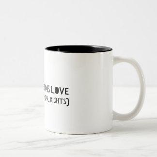 """""""あなたが必要とするのは愛(および基本的権利)マグだけです ツートーンマグカップ"""