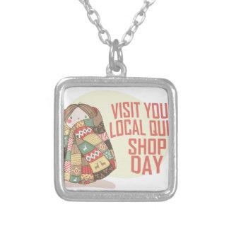 あなたのローカルキルトの店日-感謝日--を訪問して下さい シルバープレートネックレス
