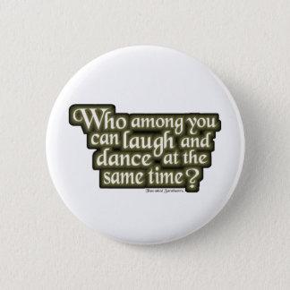 あなたの中のだれが笑い、踊ることができる… (Nietzsche) 5.7cm 丸型バッジ