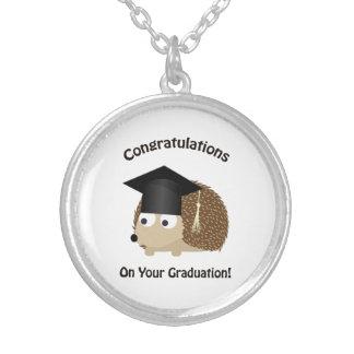 あなたの卒業のハリネズミのお祝い シルバープレートネックレス