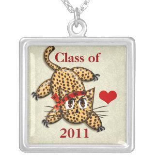あなたの卒業年のかわいいヒョウのクラス シルバープレートネックレス