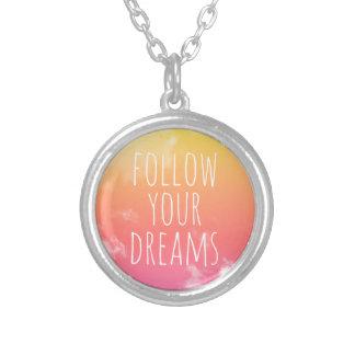 あなたの夢の感動的な引用文のネックレスを後を追って下さい シルバープレートネックレス