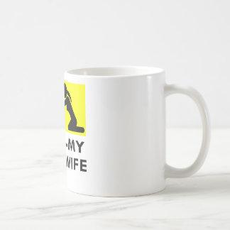 あなたの妻対あなたがまたは頼むことができる私の妻の自衛 コーヒーマグカップ