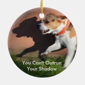 あなたの影のビーグル犬犬を追い越すことができません セラミックオーナメント
