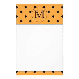 あなたの手紙のモノグラム。 オレンジおよび黒いポルカドット 便箋