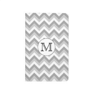あなたの手紙。 灰色のジグザグパターンのモノグラム ポケットジャーナル