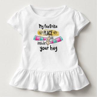 あなたの抱擁私のお気に入りのな場所 のひだのティー トドラーTシャツ