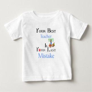 あなたの最も最高のな先生はあなたの最後の間違いです ベビーTシャツ
