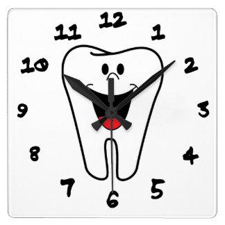あなたの歯科練習のためにカスタマイズ可能な幸せな歯 スクエア壁時計
