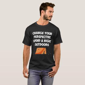 あなたの見通しを使います夜アウトドアを変えて下さい Tシャツ