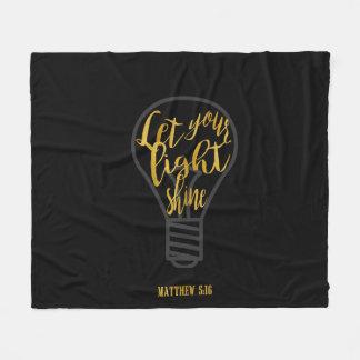 あなたの軽い輝やき、Matthewの5:16の黒および金ゴールド割り当てて下さい フリースブランケット