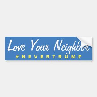あなたの隣のNevertrumpを愛して下さい バンパーステッカー