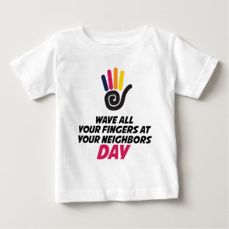 あなたの隣人日にあなたの指をすべて振って下さい ベビーTシャツ