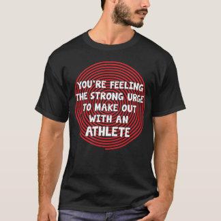 あなたはアスリートと作る衝動を感じます Tシャツ