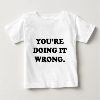 あなたは間違ったそれをします ベビーTシャツ