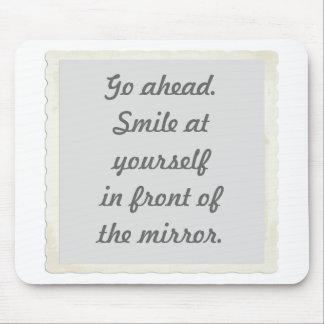 あなた自身に微笑する許可mousepads マウスパッド