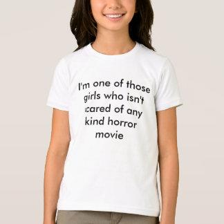 あらゆるホラー映画のおびえていない女の子 Tシャツ