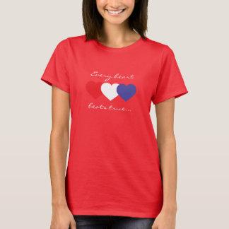 あらゆる心拍は赤く白くおよび青のハートを調整します Tシャツ