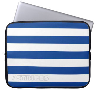 あらゆる色の青を縞で飾ります ラップトップスリーブ