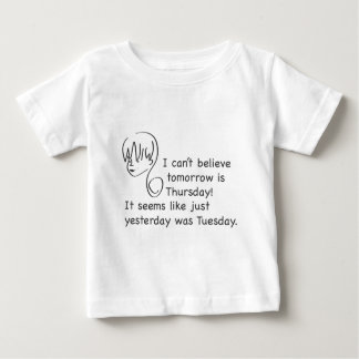 ありました火曜日の幼児のティーは昨日信じることができません ベビーTシャツ