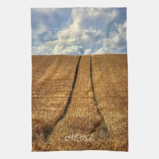 ありますおよびトラクタートラックが付いている行った小麦畑 キッチンタオル