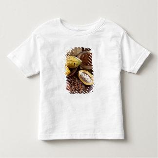 あるカカオの豆を含んでいるカカオのポッド トドラーTシャツ