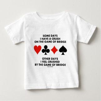 ある日私は橋のゲームに夢中になります ベビーTシャツ
