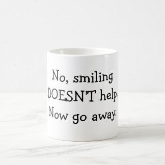 いいえ、微笑して救済しません。今度は立ち去って下さい コーヒーマグカップ