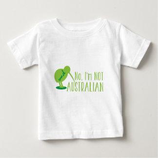 いいえ、私はオーストラリアではないです(キーウィの鳥および地図と) ベビーTシャツ