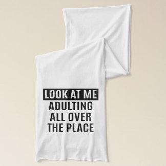 いたる所におもしろいなミームAdultingは引用します スカーフ
