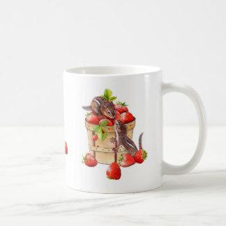 いちごのシマリスのマグ コーヒーマグカップ