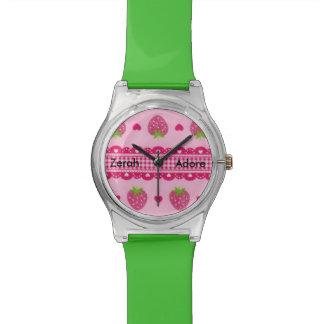いちごのピンクの緑のハートのGonghamの名前の腕時計 腕時計