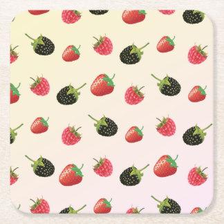 いちご、ブラックベリー、ラズベリー: おいしいフルーツ スクエアペーパーコースター