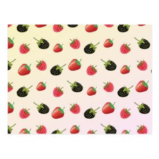 いちご、ブラックベリー、ラズベリー: おいしいフルーツ ポストカード
