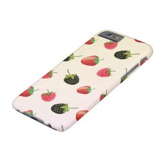 いちご、ブラックベリー、ラズベリー: おいしいフルーツ BARELY THERE iPhone 6 ケース