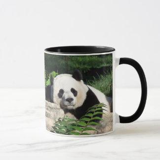 うたた寝しているジャイアントパンダ マグカップ