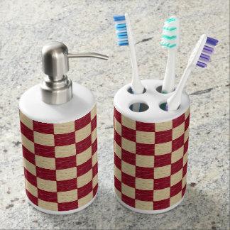 えんじ色およびベージュチェック模様のバスセット 歯ブラシホルダー