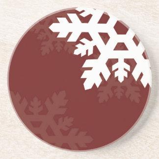 えんじ色に対する明るく、白い雪片 コースター