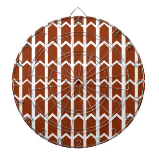 えんじ色の塀のパネル ダーツボード