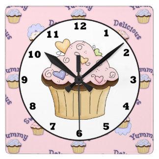 おいしいピンクのcupackeのパン屋の台所柱時計 スクエア壁時計